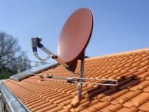 Parabolantenne am Dach